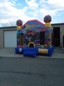 racing fun bounce house front 2
