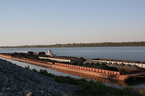 coal barge on Ohio - copyright kittie55 @ http://www.flickr.com/photos/kittie55/3861515116/