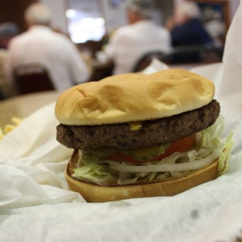 An image of the burger from Bear's Den in Haughton