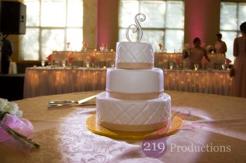 Villa Cesare Wedding Cake Pink Uplighting