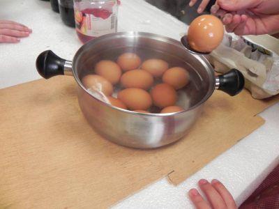 Taller De Colorear Y Pintar Huevos10