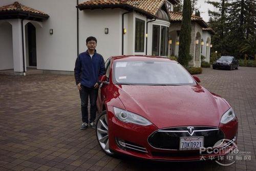 傅盛拥有了一辆红色的特斯拉汽车