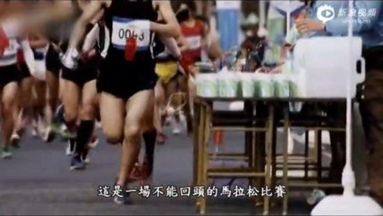 每个人都要和周围的人竞争,途中会有人不断的掉队,又要比别人跑得快,又要安抚自己相信前方有美好的未来。