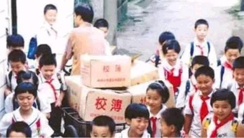 42岁宗庆后瞪着三轮车奔走街头十多年后,娃哈哈成为中国最大的饮料企业