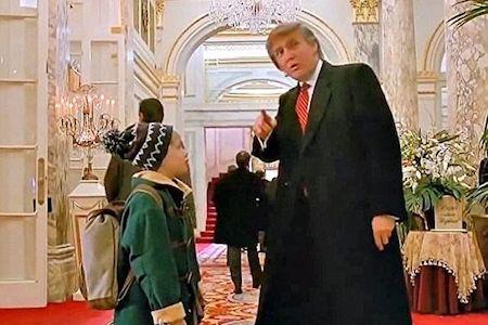 川普在电影《小鬼当家2》中扮演自己——广场饭店老板。(youtube视频截图)