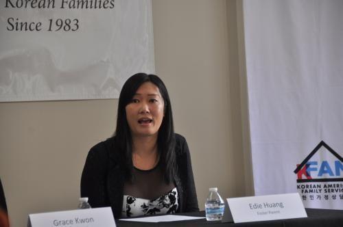 美华裔接纳11名寄养儿:钱买不到的欢乐