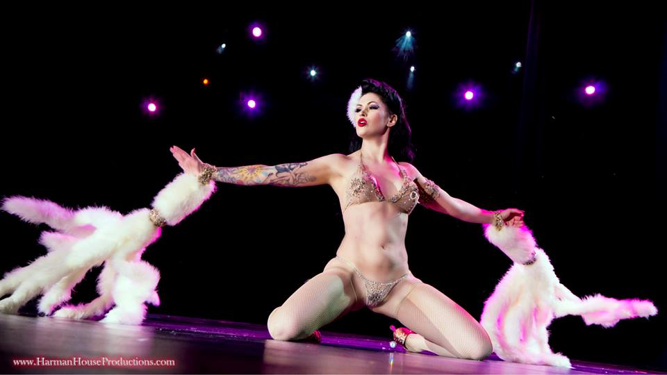 LouLou D'vil performing her winning routine at The Burlesque Hall of Fame Weekend 2013. ©Chris Harman