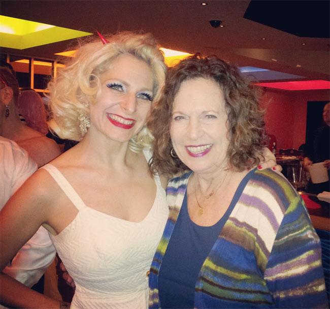 Mama Tonka arrives! ©Minnie Tonka (Burlesque Hall of Fame Weekend 2013)
