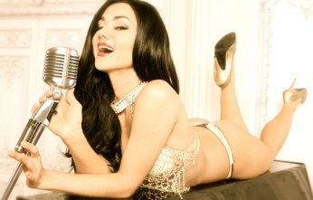 Burlesque Star Melody Sweets Relases New Music Video: Love Digitale