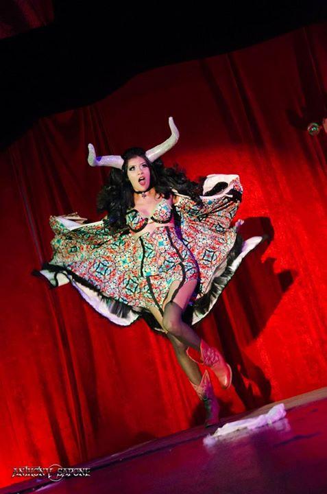 Kiki Maroon, Houston. ©Anthony Sapone   (A Teasetastic Tour of Texas Burlesque)