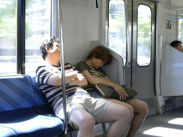 Ten, kdo spí málo, prý zemře dříve.Podle výzkumu japonských vědců, který provedli u 100 000 osob v průběhu deseti let, žijí nejdéle ti, kteří spí v noci sedm hodin. Avšak výzkum též prokázal, že život se výrazně neprodlouží těm, kteří spí více než osm hodin. Velmi krátkému spánku je nutné se též vyhýbat. Podle výzkumníků si výrazně zkracují život ti, kteří tvrdí, že jim stačí denní spánek v délce čtyř a půl hodiny.