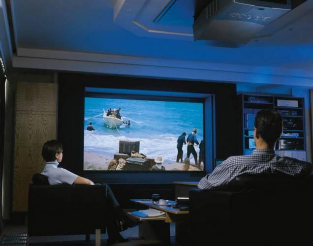 Kolem roku 2010 u nás bude pouze digitální vysílání TV. Divákům přináší kvalitnější obraz, zvuk a řadu dalších informačních služeb.