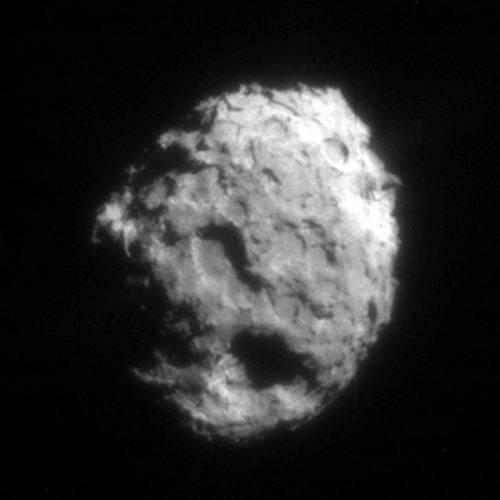 V lednu se přiblížila americká sonda Stardust ke kometě Wild 2 na vzdálenost pouhých 236 km a získala 72 snímků kometárního jádra. Zevrubná analýza snímků odhalila bohatost tvarů povrchu jádra – krátery s příkrými valy, kuželovité hromady, štíty, ale i přibližně tucet výtrysků plynu a prachu.