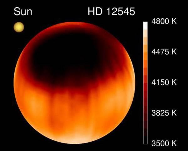 Astromové zpozorovali na počátku listopadu 2003 na hvězdě HD 12545 ze souhvězdí Trojúhelníka největší sluneční, či v tomto případě spíše hvězdnou skvrnu vůbec. Tmavší a chladnější oblasti na povrchu hvězd, zvané skvrny, způsobuje složité magnetické pole hvězdy, které v této oblasti dočasně zabraňuje horkému materiálu stoupat k povrchu.