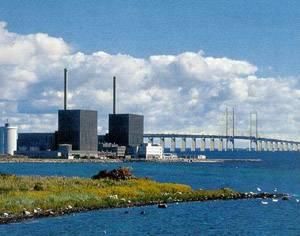 Podle posledních průzkumů 82% Švédů souhlasí s využitím jaderné energie, přesto tamní vláda trvá na svém rozhodnutí uzavřít druhý reaktor elektrárny Barsebäck, který by měl ukončit provoz ke 31. 5. 2005.