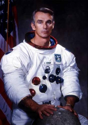 Právě letošního 11. prosince uplynulo 32 let ode dne, kdy na povrchu Měsíce přistál šestý - dosud poslední - lidský výsadek: Lunární modul LM - 12 Challenger při letu Apollo 17 pilotoval americký astronaut Eugene Cernan.