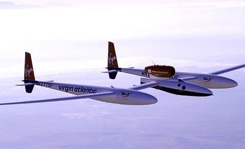 Milionář a dobrodruh Steve Fossett se s ultralehkým letadlem GlobalFlyer právě vydal pokořit další světový rekord. Bez jediného přistání a doplnění paliva chce obletět celou planetu.