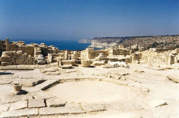Italští archeologové v nedávné době na Kypru objevili pozůstatky starověké továrny, která s největší pravděpodobností sloužila na výrobu parfémů.