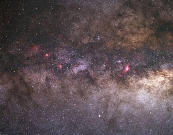 Mezinárodní tým astronomů nedávno oznámil, že identifikoval tři skutečně obří hvězdy vzdálené od Země několik tisíc světelných let. Pravděpodobně se jedná o největší hvězdy, jaké se kdy vědcům podařilo objevit.