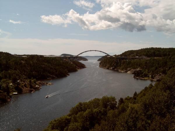 V uplynulých dnech byl slavnostně otevřen jeden z největších mostů na světě, který spojí dvě skandinávské země - Norsko a Švédsko.