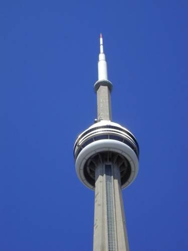 """Na naší planetě je okolo 150 """"Towers"""", tedy věží. Slouží k vysílání televizních, radiových a VKV signálů, podpoře technické infrastruktury a jsou současně i hrdými dominantami moderních metropolí. 21. STOLETÍ pro vás sestavilo žebříček těch neatraktivnějších."""