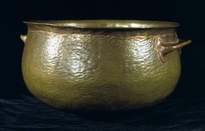 Čínští archeologové v uplynulých dnech objevili ve starobylých královských hrobkách vzácné bronzové předměty staré tři tisíce let.