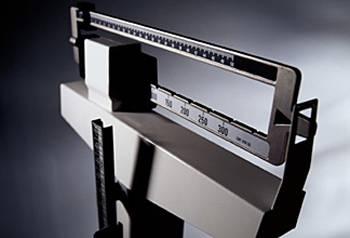 65 procent mužů a 55 procent žen trpí ve Velké Británii obezitou. Tamní lékaři proto teď začínají testovat unikátní přístroj proti nadměrné tloušťce.