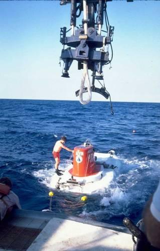 Oceánografické centrum v Southamptonu právem patří mezi světově významné a uznávané vědecké instituce. Tamní odborníci sice nepracují na vývoji zázračných léků, ale i jejich výzkum může zachránit tisíce lidských životů.