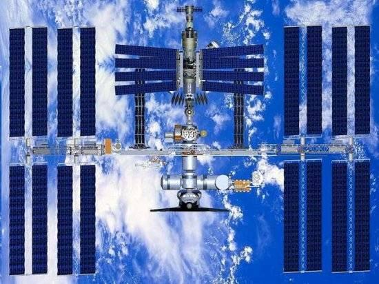 Americký raketoplán Discovery se včera v odpoledních hodinách našeho času úspěšně připojil k Mezinárodní vesmírné stanici.