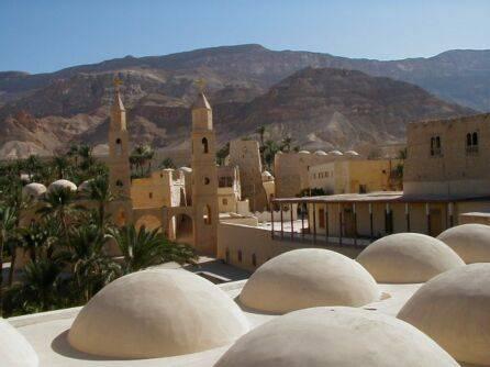 Jedny z nejstarších pozůstatků církevních staveb na světě nalezli nyní archeologové v Egyptě při pobřeží Rudého moře ve známém klášterním komplexu St. Anthony.