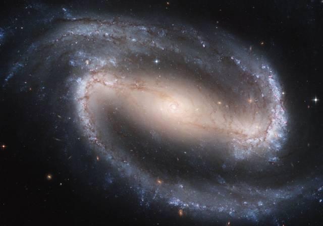 Mléčná dráha, v níž se nachází i naše sluneční soustava, patří podle posledních pozorování skutečně mezi tzv. spirální galaxie s příčkou.