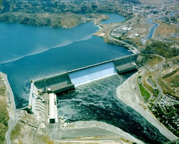 """Kde voda omílá """"Zpívající kámen""""? Lipno I, Kamýk, Orlík, Slapy nebo Štěchovice. To jsou jen některé přehrady, které tvoří pověstnou Vltavskou kaskádu. Dohromady mají její elektrárny výkon kolem 750 MW."""