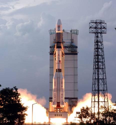 Ke konci tohoto desetiletí se k našemu nejbližšímu průvodci vypraví hned celá flotila kosmických sond. Mezi státy, které hodlají k Měsíci vyslat svého automatického průzkumníka, patří i Indie.