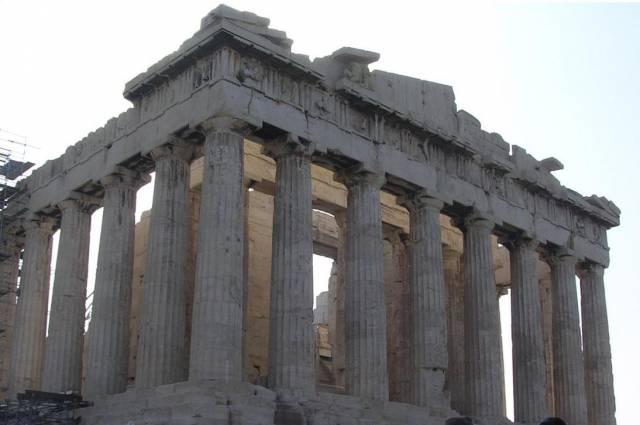 Zemětřesení, které postihlo Řecko 8. ledna, z celou zemí hnulo směrem k Africe. Oznámili to místní seizmologové.