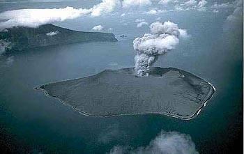 Výbuch Indonéské sopky Krakatoa měl za následek dlouhodobé ochlazení oceánů.