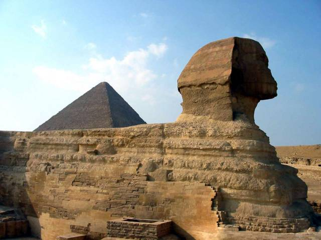 Egyptské údolí králů je místem, které archeology nepřestane nikdy překvapovat. Tým amerických archeologů v něm údajně objevil neporušenou hrobku asi s pěti mumiemi.