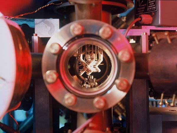 Rakouští vědci z vídeňské Akademie věd hodlají uskutečnit ambiciózní projekt. Vědecký tým profesora Antona Zeilingera chce provést teleportaci částic mezi kanárskými ostrovy La Palma a Teneriffe.