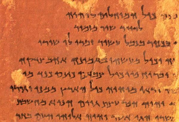 Co prozradily dva řádky abecedy? Tabulka ohlodaná zubem času V Izraeli byla objevena tabulka, v níž jsou vyryty dva řádky abecedy. Tabulka údajně pochází z 10. století před naším letopočtem, tedy z časů, o kterých se hovoří ve Starém zákoně.