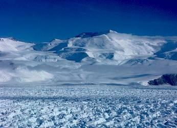Atarkrida se otepluje třikrát rychleji než zbytek planety. Vyplývá to ze studie, kterou minulý týden zveřejnili britští vědci.