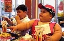 Nechce váš potomek jít večer spát? V tom příbadě si koleduje o to, že v budoucnosti bude obézní.