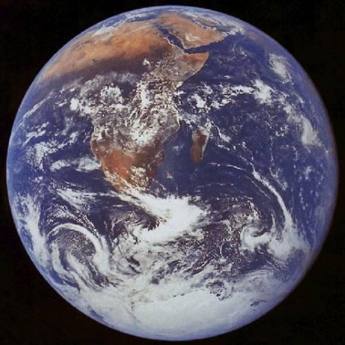 Slavný fyzik Stephen Hawking varoval lidstvo, že pokud chce v budoucnosti přežít, musí osídlit i jiné části vesmíru.