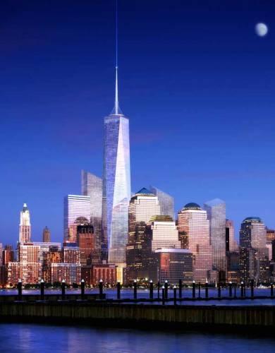 """Projekt Věže svobody (Freedom Tower), která má v New Yorku vyrůst na místě teroristy zničených """"Dvojčat"""", stále mění svou tvář. Jak celý spor architektů dopadne?"""
