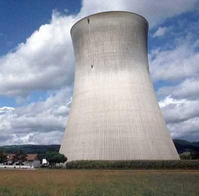 Málokterá technologie vzbuzuje tolik vášní a diskusí jako výroba elektřiny z jádra. Část veřejnosti se vzhledem k její čistotě staví vehementně pro ni, jiní se vztyčeným prstem varují před druhým Černobylem. Máme se tedy bát?