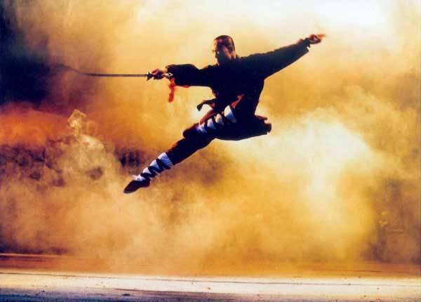 """Vlastní tělo místo klávesnice a myši Počítačová hra, u které se opravdu zapotíte Aby hráč v připravovaném titulu Kick Ass Kung Fu, na jehož vývoji se podílejí i vědci z Helsinské technologické univerzity, mohl soupeřům """"natrhnout triko"""", musí v reálu skákat, kopat nebo mávat zbraní."""