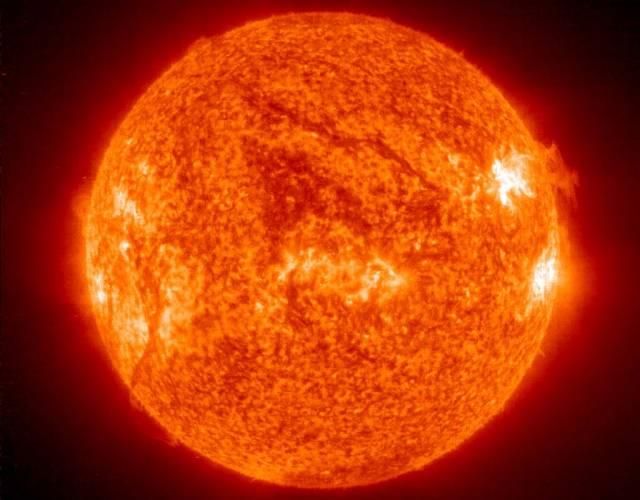 Na Slunci se objevila velká skvrna, přibližně 10x větší než naše planeta.