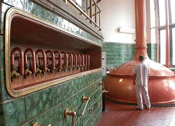 """Český národ je  dlouhodobým a celosvětovým držitelem zlaté příčky ve spotřebě piva na osobu. Z ostatních """"přeborníků"""" nám v této disciplíně šlapou na paty pouze sousedé z Bavorska."""