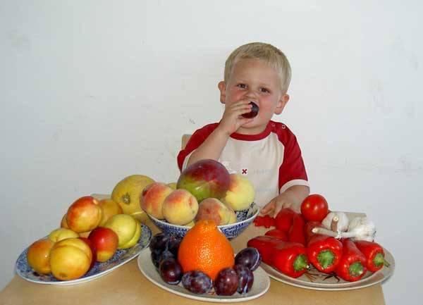 V prodejnách občas vídáme různé cizokrajné druhy ovoce, o kterých však nevíme zhola nic, nebo jen velice málo. Odkud pocházejí, jak chutnají, čím mohou být našemu zdraví prospěšné?