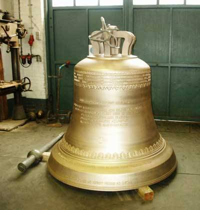 České ruce známého zvonaře Petra Rudolfa Manouška pomohly stvořit největší zvon svého druhu na světě, jenž aspiruje na zápis do Guinessovy knihy rekordů! Unikátním zvonem se od konce loňského roku může chlubit Japonsko.