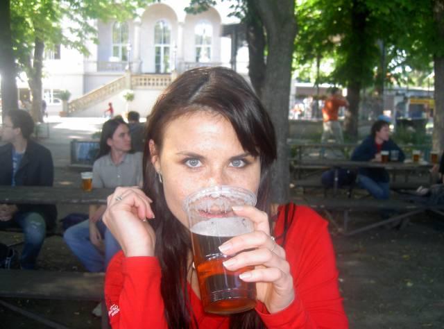 """Stále nové vědecké výzkumy v mnoha zemích potvrzují pravdu, kterou obyvatelé naší vlasti """"ověřují"""" v praxi už dlouho: Pití piva v přiměřené míře výrazně prospívá zdraví! Nejnovější výzkumy v ČR ukázaly, že pivo má velmi pozitivní účinky mj. i na ženy v klimakteriu, přechodu."""