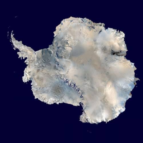 Nehostinná, chladná, tajemná, ledová. Všechny tyto přívlastky se hodí k nejzvláštnějšímu kontinentu na naší planetě, k Antarktidě. I tady ale dochází ke změnám.